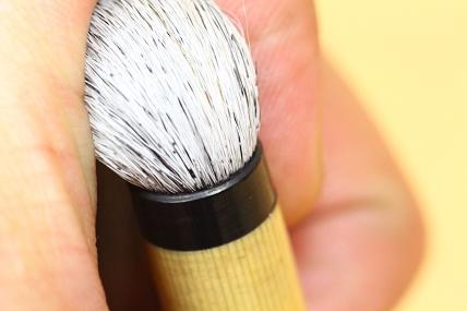 右の筆、根元の状態