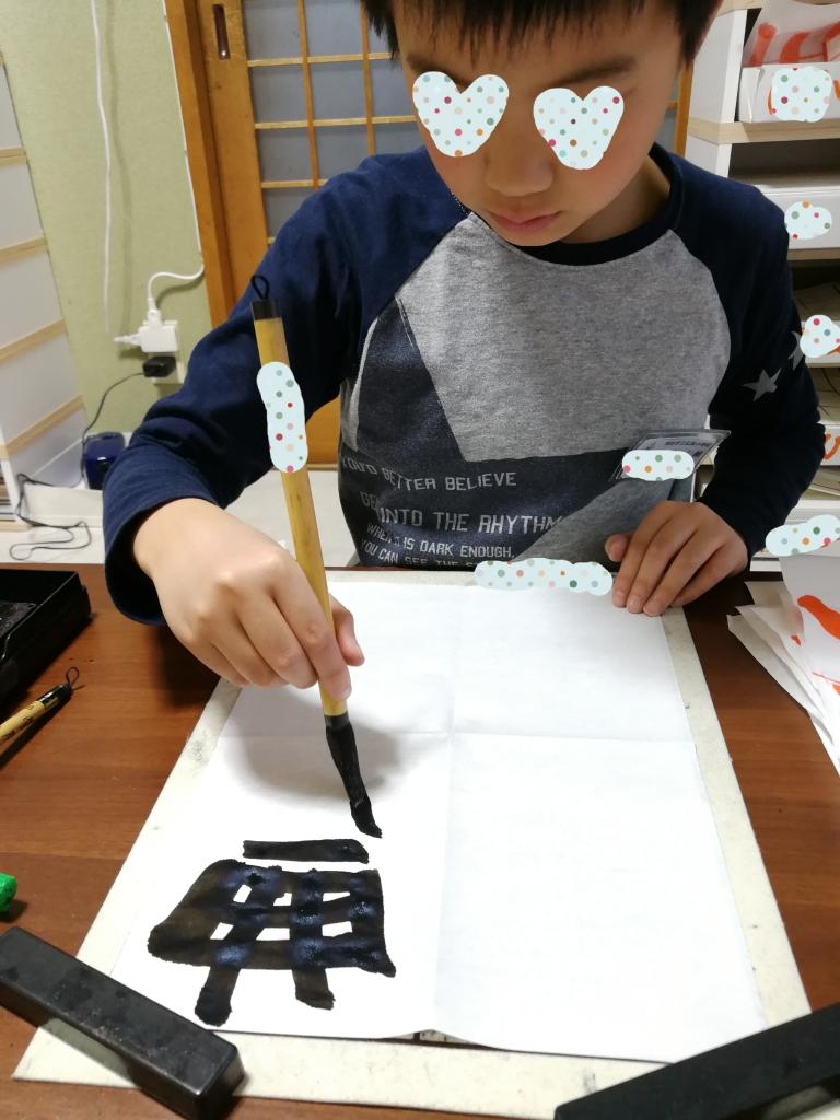 疲れないで書ける!筆が自然と立つ!当教室推奨な筆の持ち方。